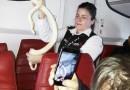 蛇进客舱美国客机舱内陷入混乱