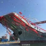 中国首艘国产航母在大连成功下水