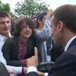 法国总统当众斥责无理年轻人 对方道歉
